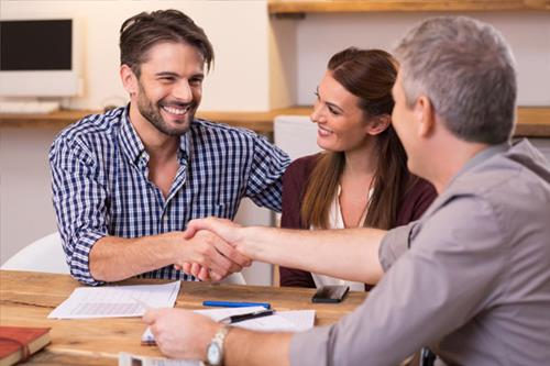 home-buyers---client-handshake-130.jpg - Real Estate News